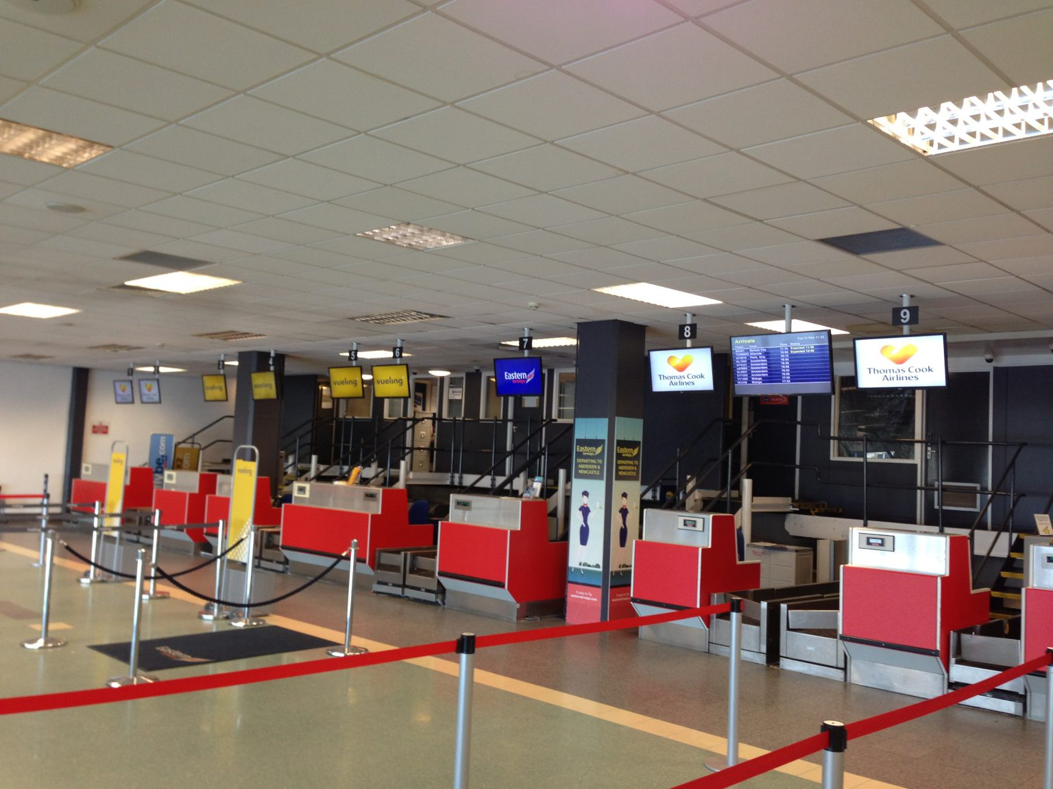 Ceiling-mounted check-in desks screens