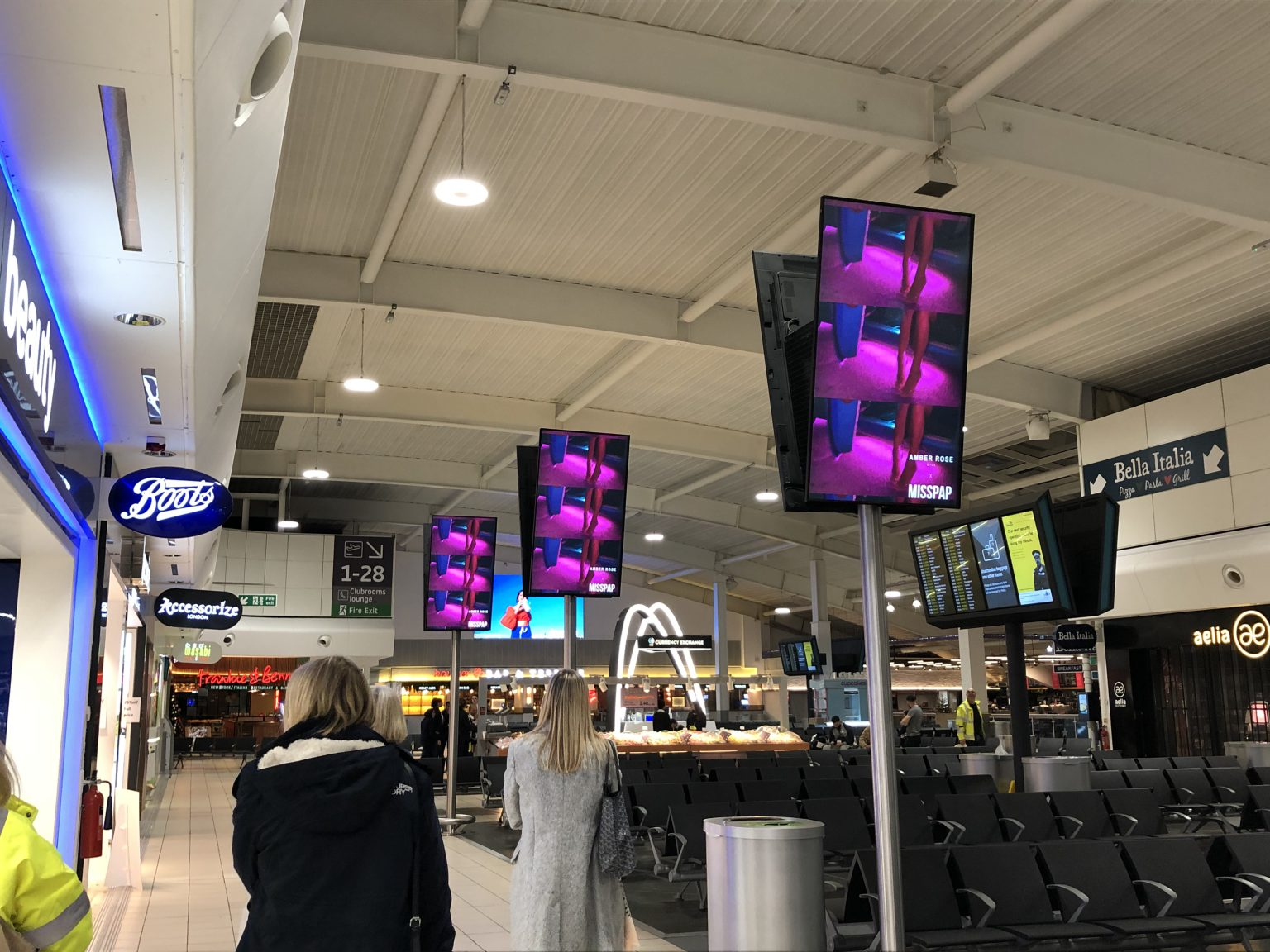 Digital signage advertising screens
