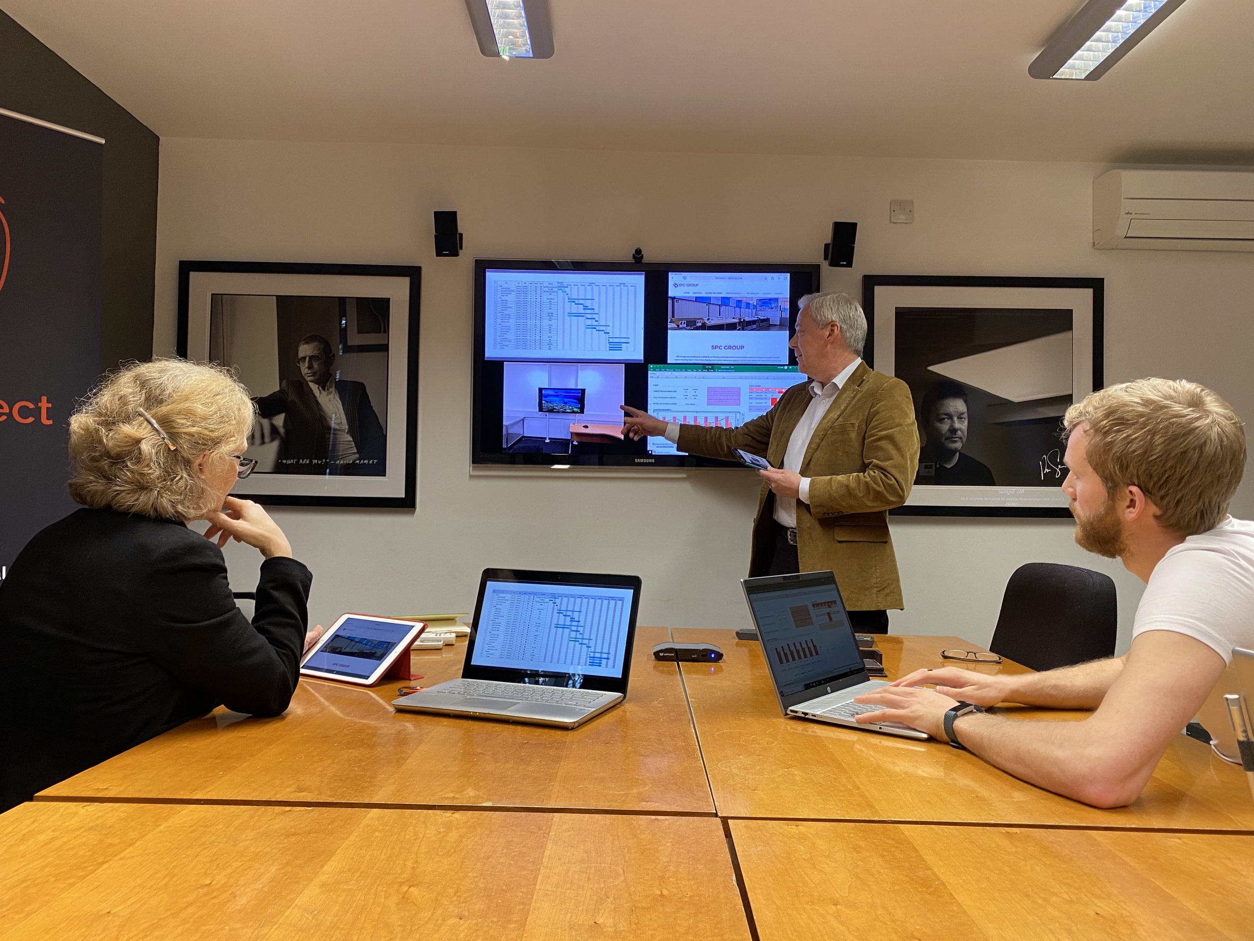 Workplace collaboration and wireless screen share presentation